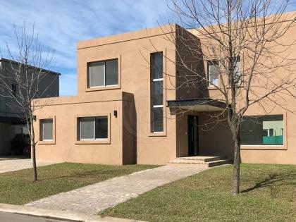 venta-casa-ayres-plaza-km-40-al-50-pilar-83450
