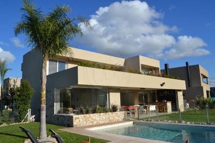 venta-casa-ayres-plaza-km-40-al-50-pilar-96139