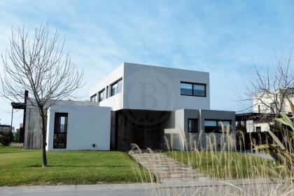 venta-casa-ayres-plaza-km-40-al-50-pilar-97701